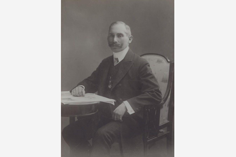 Crno-bela fotografija: János Kotányi – portret iz 1881. godine