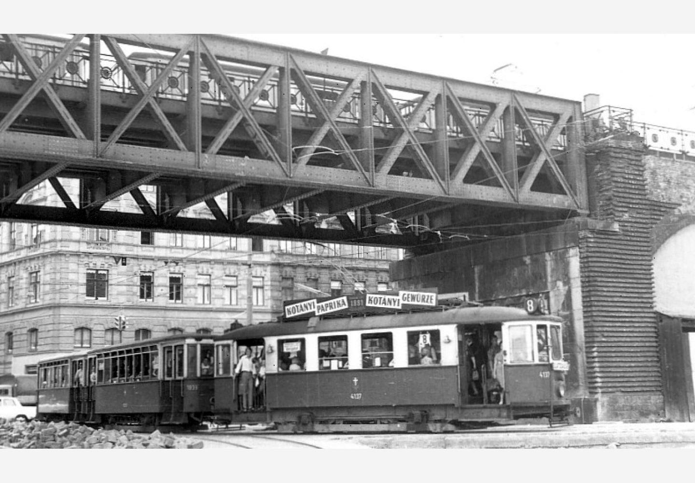 Tramvaj u Beču sa reklamom kompanije Kotányi iz 1957. godine.